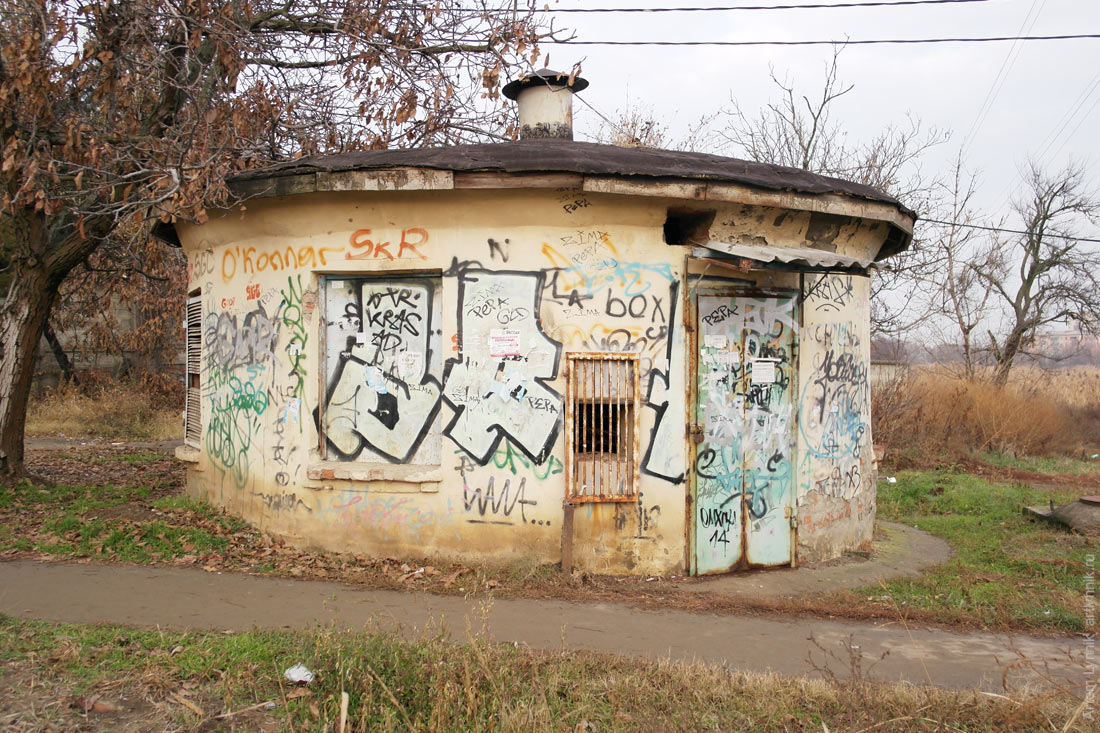 architecture, building, dirt, graffiti, old